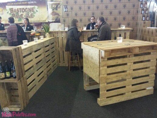 outros espaços comerciais com móveis de paletes de madeira