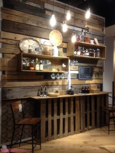 Restaurantes e bares com paletes de madeira for Bares rusticos modernos