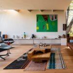 Dez casas com interiores projetados para exibir arte