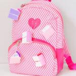 Faca voce mesmo com mochila nas costas para as aulas
