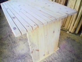 mesa feito com madeira de pallet
